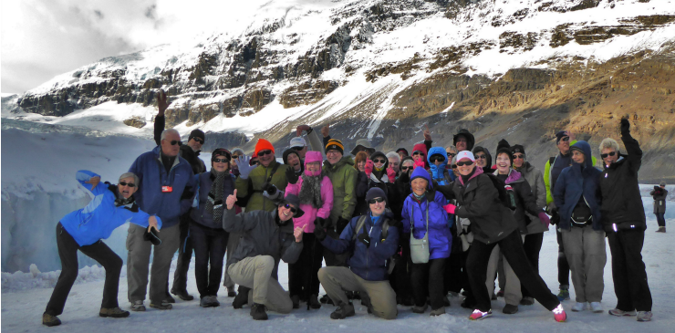 canada-icefields-athabasca-glacier-group-photo-walking-tour